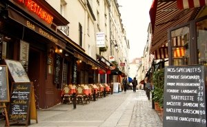 Rue_Mouffetard,_Paris